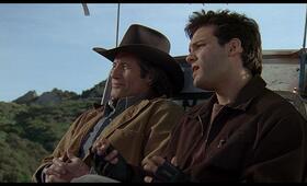 Tremors 2 - Die Rückkehr der Raketenwürmer mit Fred Ward und Christopher Gartin - Bild 2