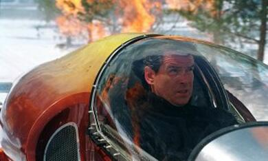 James Bond 007 - Stirb an einem anderen Tag mit Pierce Brosnan - Bild 8