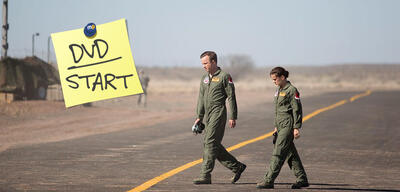 Aaron Paul und Phoebe Fox in Eye in the Sky