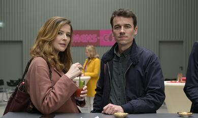 Frau Jordan stellt gleich, Frau Jordan stellt gleich - Staffel 1 mit Katrin Bauerfeind und Alexander Khuon - Bild 4