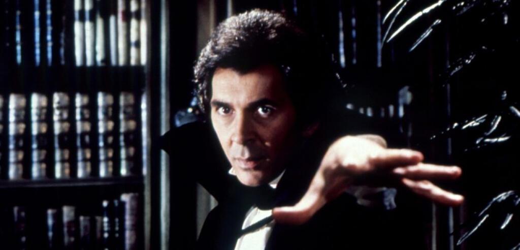 Frank Langella als Dracula