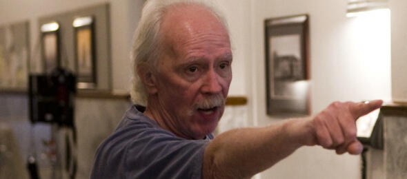 John Carpenter am Set von The Ward
