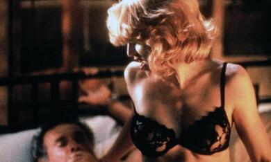 Body of Evidence mit Madonna - Bild 7