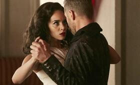 Killjoys - Staffel 4, Killjoys - Staffel 4 Episode 1 mit Hannah John-Kamen und Aaron Ashmore - Bild 5