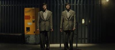 Zweimal Jesse Eisenberg in The Double