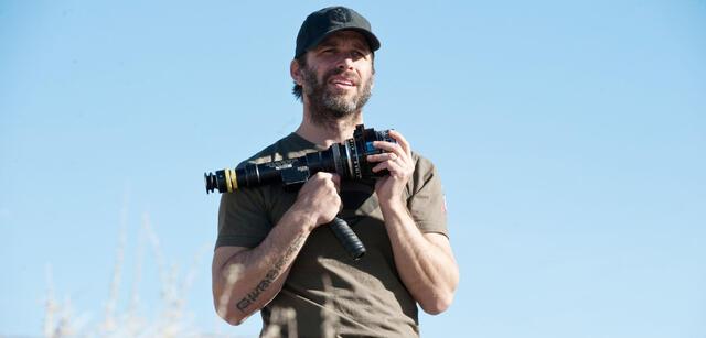 Zack Snyder am Set von Man of Steel