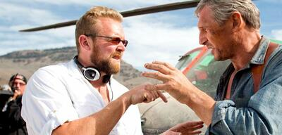 Joe Canahan mit Liam Neeson am Set von A-Team