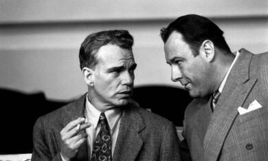 The Man Who Wasn't There mit James Gandolfini und Billy Bob Thornton - Bild 2