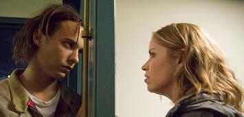 Bild zu:  Frank Dillane und Kim Dickens kehre für die 3. Staffel zurück