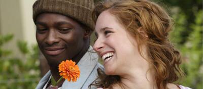 Eine verbotene Liebe zur Zeit der Apartheid: Die junge Ella (Amelie Kiefer) und Ben (Chumani Pan)