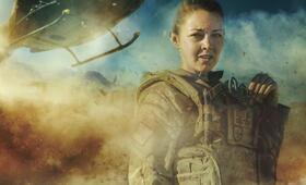 Eine Frau an der Front, Staffel 1 mit Lacey Turner - Bild 1