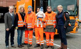Die Drei von der Müllabfuhr - Baby an Bord mit Uwe Ochsenknecht, Daniel Rodic, Rainer Strecker, Bettina Schoeller und Jörn Hentschel - Bild 14