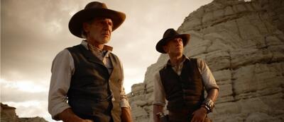 Cowboys und Aliens führen mit den Schlümpfen die Kino-Charts an.
