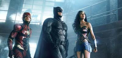 Justice League mit Ezra Miller, Ben Affleck und Gal Gadot