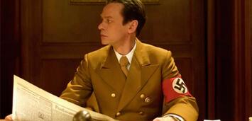 Bild zu:  Sylvester Groth als Goebbels