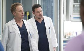 Grey's Anatomy - Die jungen Ärzte - Staffel 14, Grey's Anatomy - Die jungen Ärzte - Staffel 14 Episode 18 mit Justin Chambers und Greg Germann - Bild 33