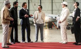 The Infiltrator mit Bryan Cranston, John Leguizamo, Joseph Gilgun, Yul Vazquez, Simón Andreu und Rubén Ochandiano - Bild 25