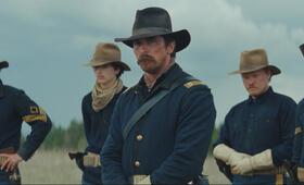Hostiles mit Christian Bale, Jesse Plemons, Rory Cochrane, Timothée Chalamet und Jonathan  Majors - Bild 5