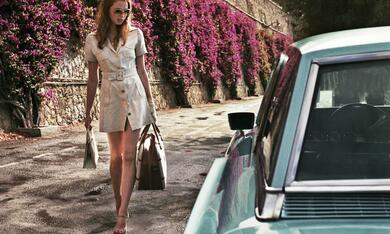 The Lady in the Car with Glasses and a Gun mit Freya Mavor - Bild 6