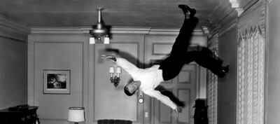 Fred Astaire geht an die Decke