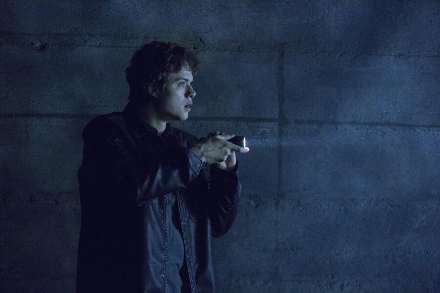 Ouija - Spiel nicht mit dem Teufel mit Douglas Smith