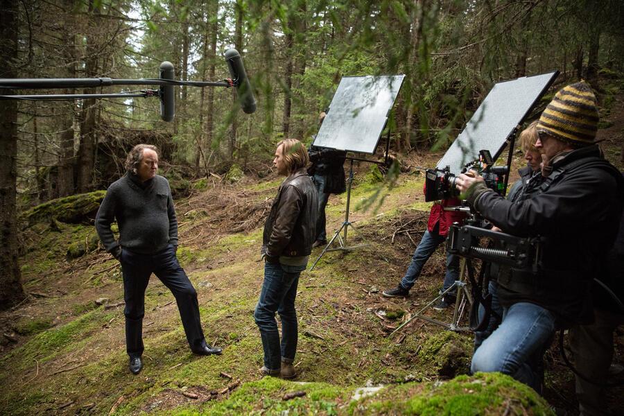 Verräter wie wir mit Ewan McGregor und Stellan Skarsgård