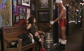 Bad Moms 2 mit Mila Kunis, Kathryn Hahn und Justin Hartley - Bild 12