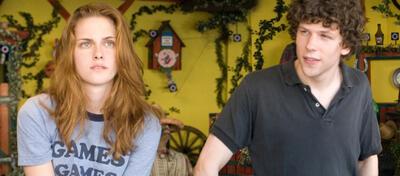Kristen Stewart & Jesse Eisenberg in Adventureland