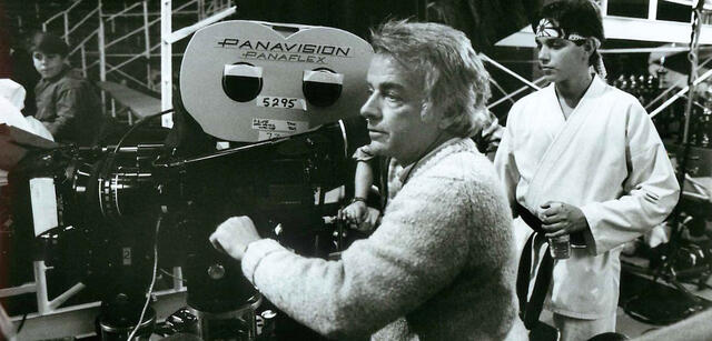 John G. Avildsen mit Ralph Macchio am Set von Karate Kid