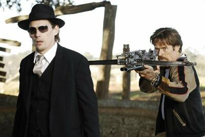Ethan Hawke und Willem Dafoe in Daybreakers