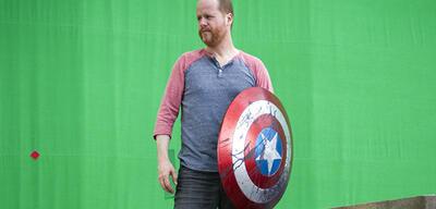 Joss Whedon am Set von Avengers 1