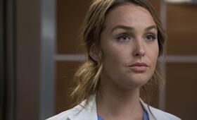 Grey's Anatomy - Die jungen Ärzte - Staffel 14, Grey's Anatomy - Die jungen Ärzte - Staffel 14 Episode 9 mit Camilla Luddington - Bild 34