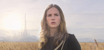 Bild zu:  Britt Robertson in A World Beyond