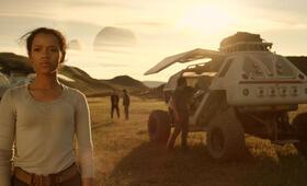 Lost in Space - Verschollen zwischen fremden Welten, Lost in Space - Verschollen zwischen fremden Welten - Staffel 1 mit Taylor Russell - Bild 8