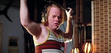 Philip Seymour Hoffman in Boogie Night mit Boom-Mikrophon