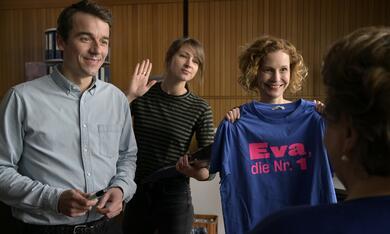 Frau Jordan stellt gleich, Frau Jordan stellt gleich - Staffel 1 mit Natalia Belitski, Alexander Khuon und Mira Partecke - Bild 2