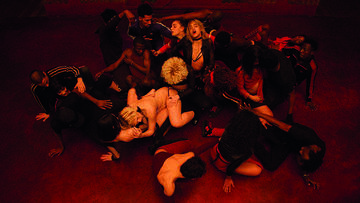 Sofia Boutella und ihre Tanzgruppe in Climax