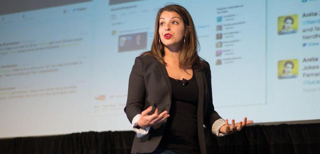 Anita Sarkeesian bei einem ihrer Vorträge