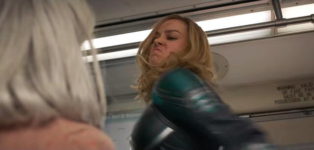 Darum Schlägt Captain Marvel Im Trailer Eine Alte Dame