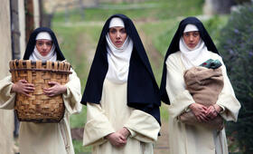 The Little Hours mit Aubrey Plaza und Kate Micucci - Bild 20