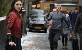 Marvel's The Avengers 2: Age of Ultron mit Aaron Taylor-Johnson und Elizabeth Olsen - Bild 7