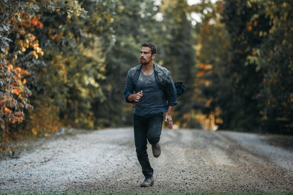 How It Ends mit Theo James