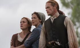 Outlander - Staffel 5 mit Sam Heughan, Caitriona Balfe und Sophie Skelton - Bild 4