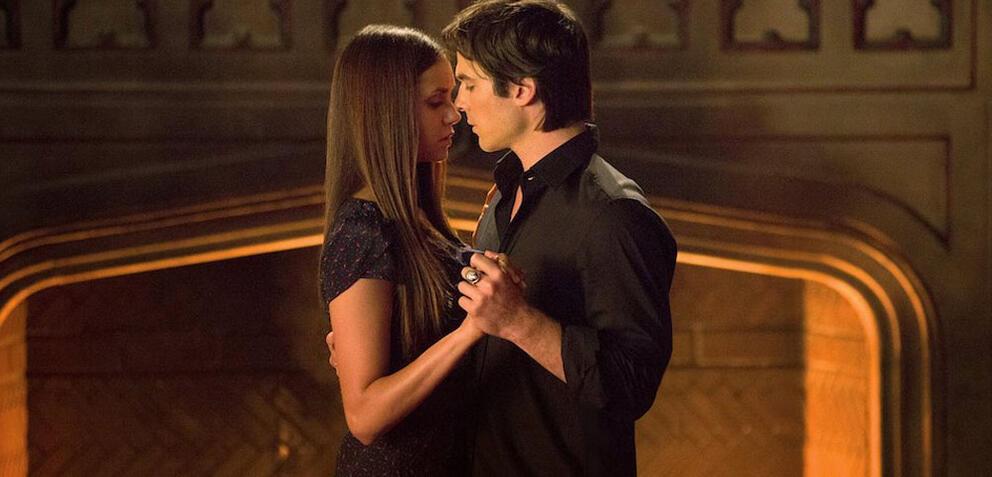 Wann ist der erste kuss von damon und elena