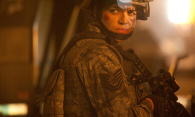 World Invasion: Battle Los Angeles mit Michelle Rodriguez - Bild 4