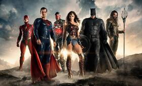 The Justice League Part One mit Ben Affleck, Henry Cavill, Ezra Miller, Gal Gadot und Jason Momoa - Bild 73
