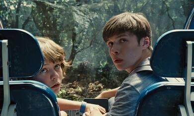 Jurassic World mit Nick Robinson und Ty Simpkins - Bild 1