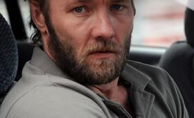 Joel Edgerton in Animal Kingdom - Bild 140