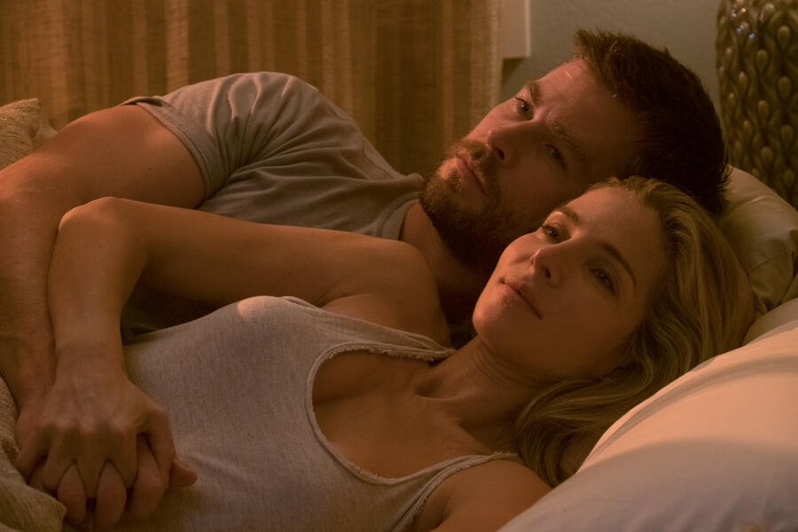 Operation: 12 Strong mit Chris Hemsworth und Elsa Pataky