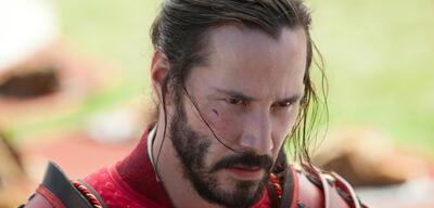 Keanu Reeves fixiert seine Gegner in 47 Ronin